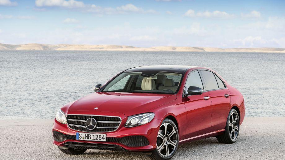 Mercedes-Benz E-Klasse Limousine rot