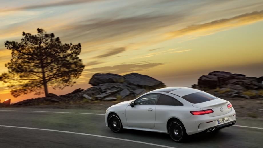 Mercedes-Benz E-Klasse Coupé fahrend
