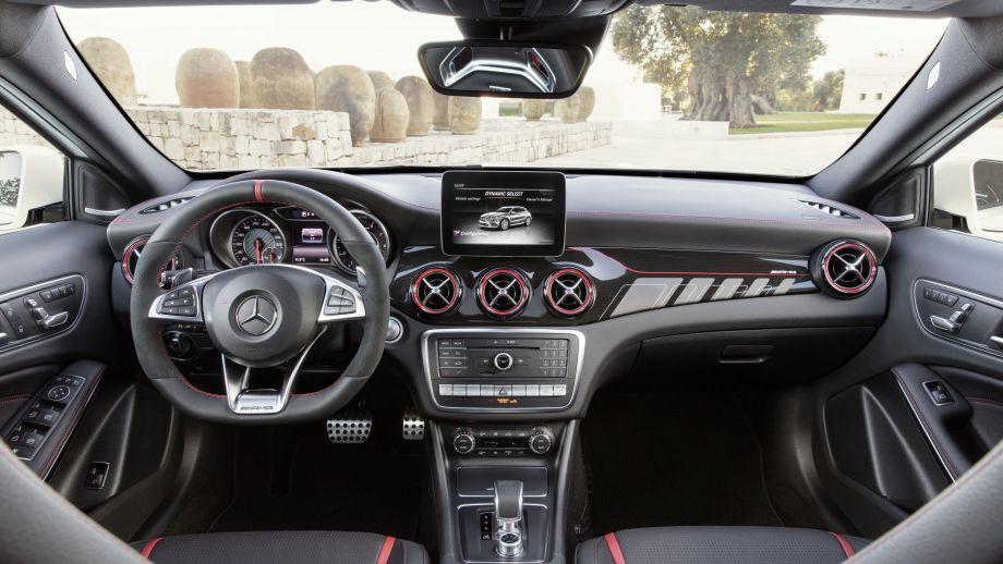 Mercedes-AMG GLA 45 SUV Interieur