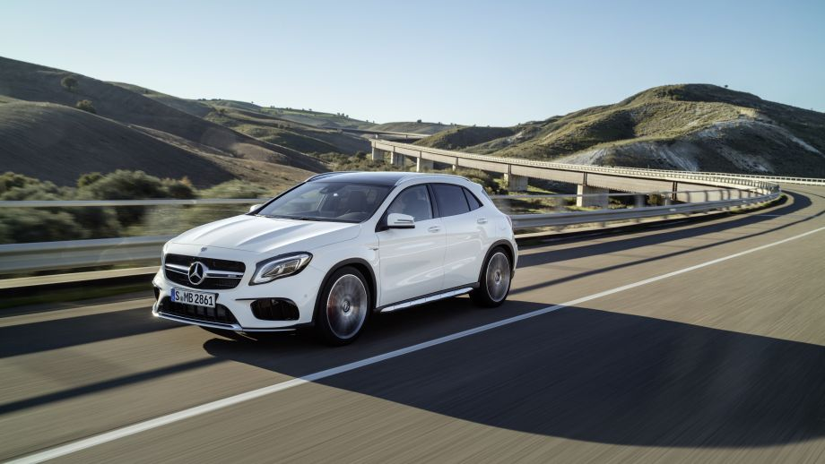 Mercedes-AMG GLA 45 4MATIC SUV weiss Front