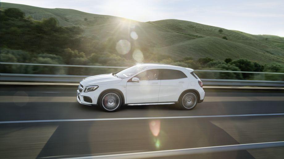 Mercedes-AMG GLA 45 SUV weiss