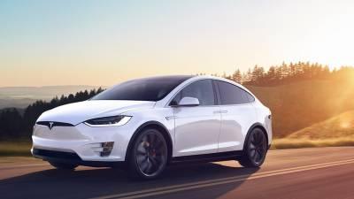 Tesla Model X<br/>SUV