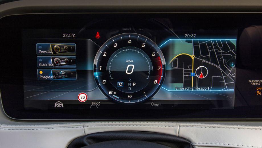 Mercedes-Benz S-Klasse Limousine  Cockpit