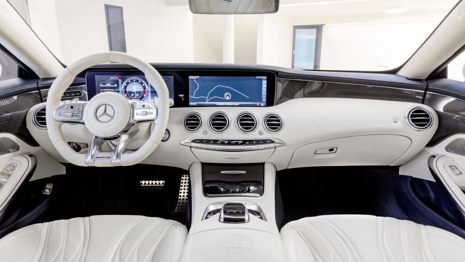 Mercedes-AMG S63 4MATIC Coupé weiss Interieur
