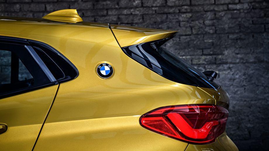 BMW X2 Logo C-Säule