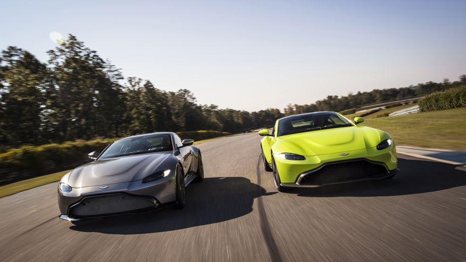 Aston Martin Vantage grau und gelb