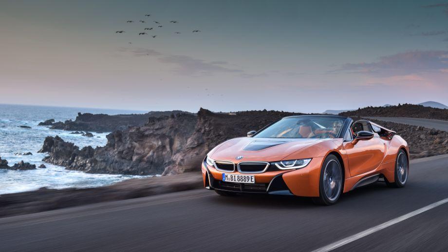 BMW i8 Roadster fahrend