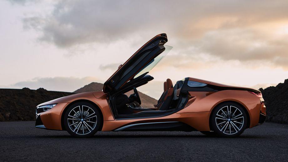 BMW i8 Roadster Türen offen