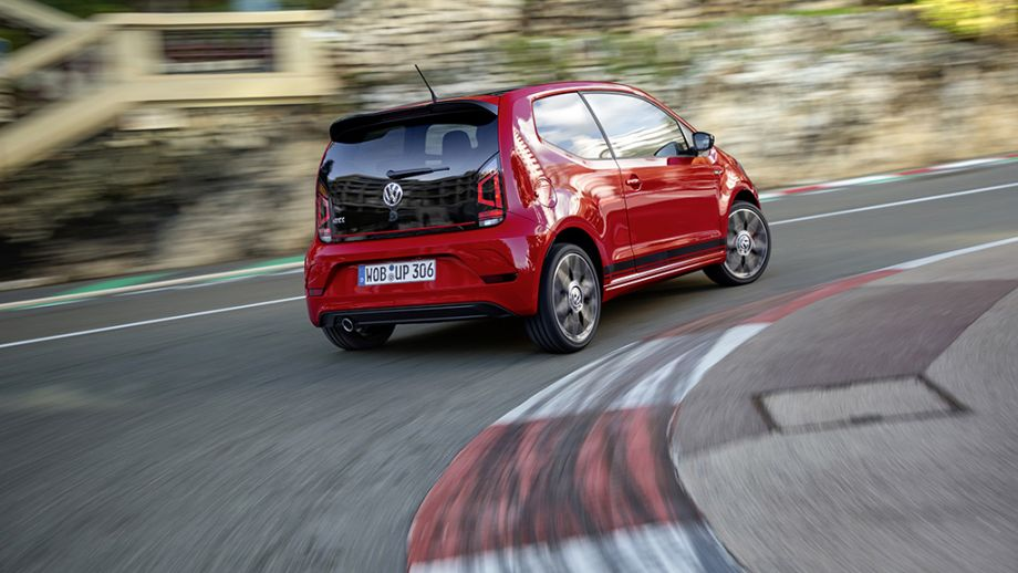 VW up! GTI rot fahrend Heck