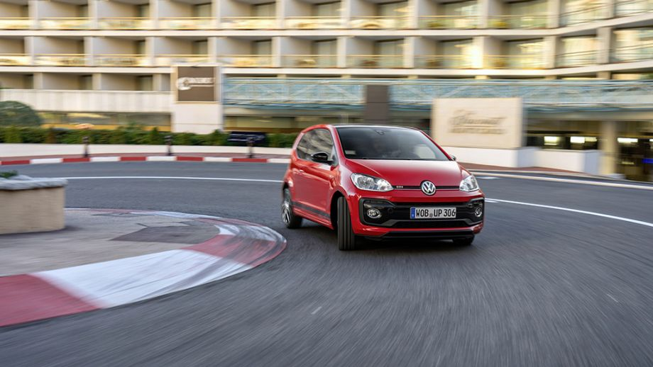 VW up! GTI rot fahrend
