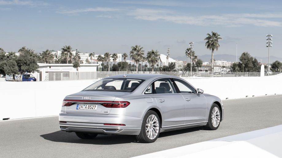 Audi A8 Limousine Silber Back