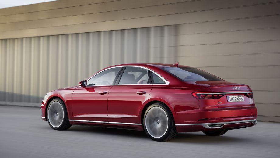 Audi A8 Limousine Vulkanrot Back