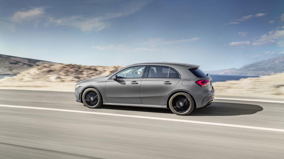 Mercedes-Benz A-Klasse designo mountaingrau magno Seite