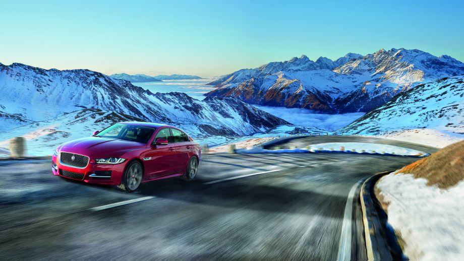 Jaguar XE rot Front