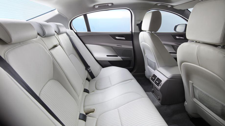 Jaguar XE Rückbank