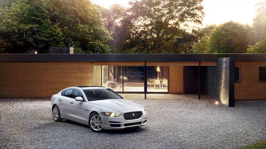 Jaguar XE weiss