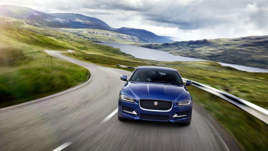 Jaguar XE blau Front