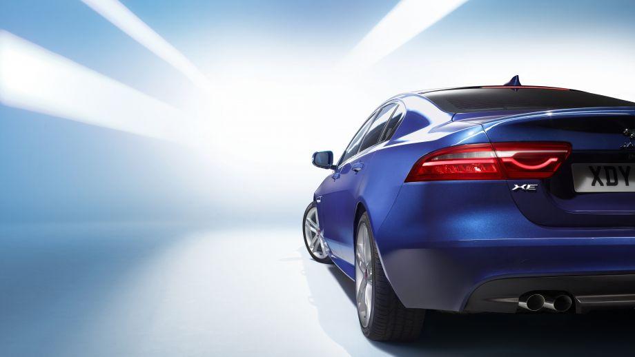 Jaguar XE blau Heck