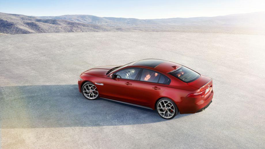 Jaguar XE S Limousine Seite