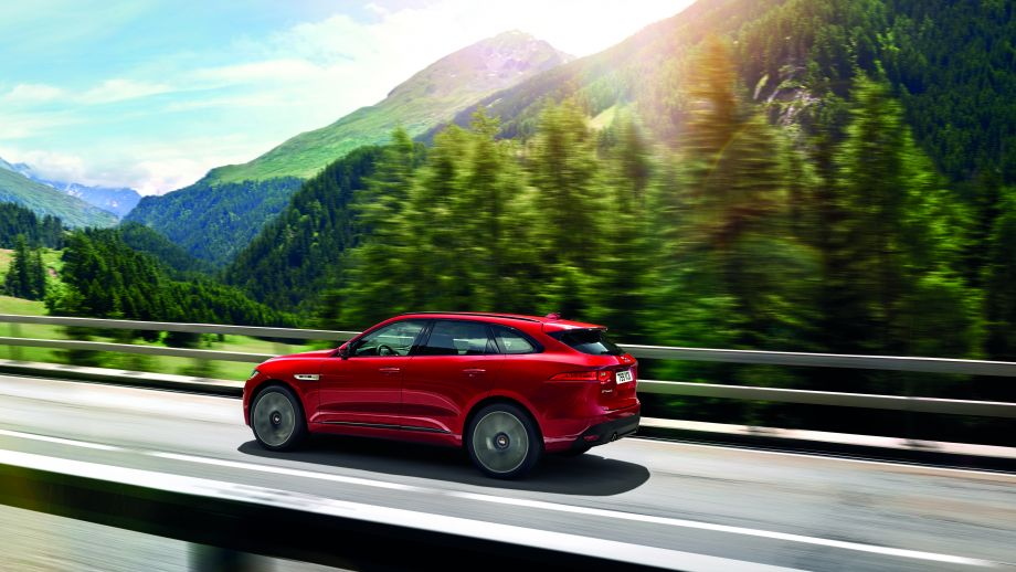 Jaguar F-Pace rot seite