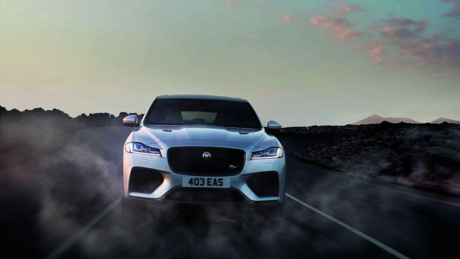 Jaguar F-Pace SVR fahrend