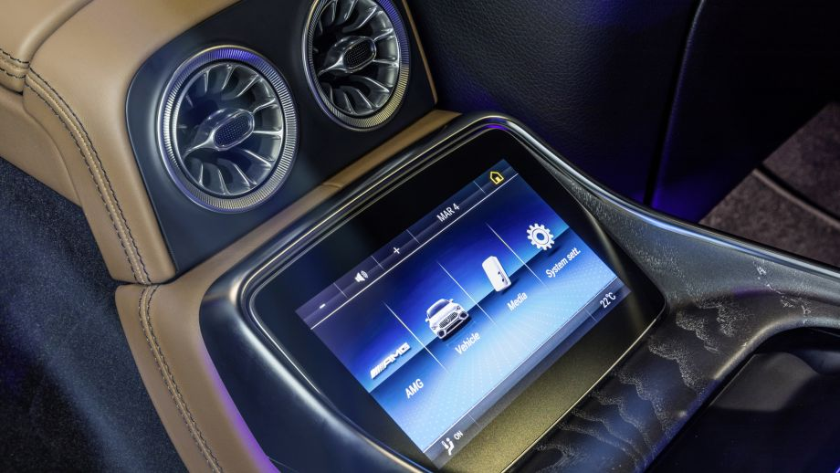 Mercedes-AMG GT 63 S 4MATIC+ Infotainment