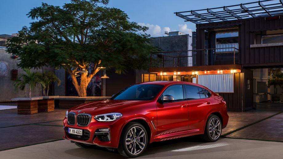 BMW X4 SAC 2018 parkiert