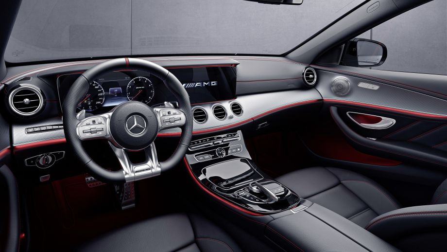 Mercedes-AMG E53 4MATIC+ Limousine Cockpit