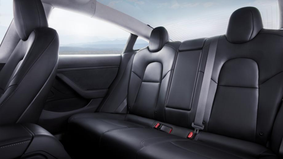 Tesla Model 3 Schweiz Rücksitze