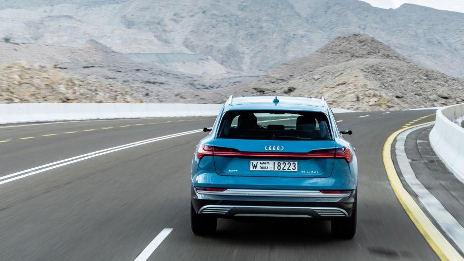Audi e-tron Antiguablau