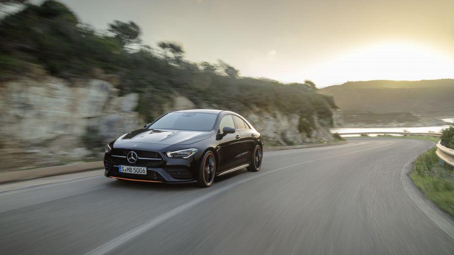 Mercedes Benz CLA AMG-Line kosmosschwarz