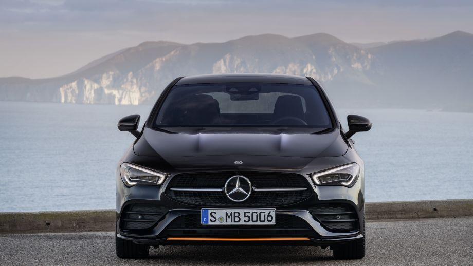 Mercedes Benz CLA AMG-Line kosmosschwarz Front