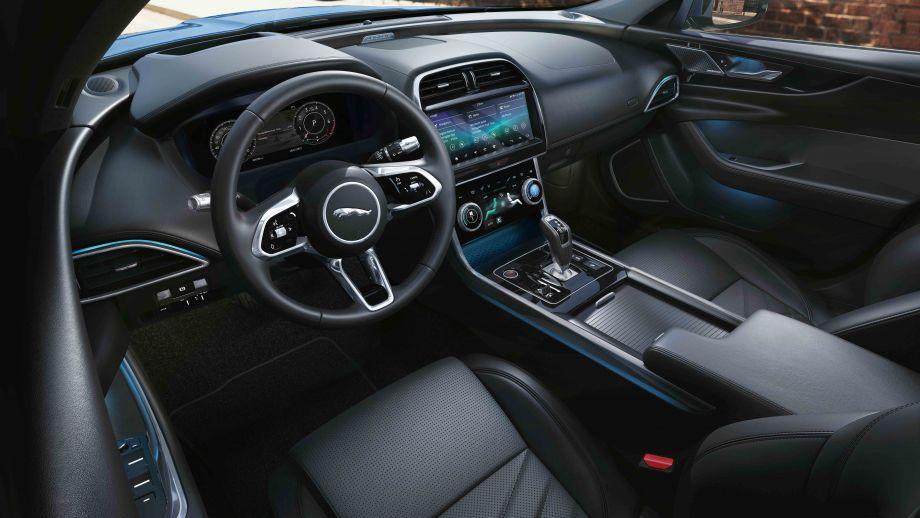 Jaguar XE Limousine Facelift Cockpit