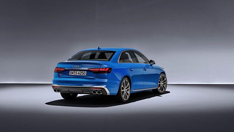 Audi S4 Limousine TDI Auspuff Kofferraum Heckleuchten