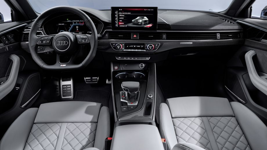 Audi S4 Limousine TDI Cockpit Navi Steuerrad
