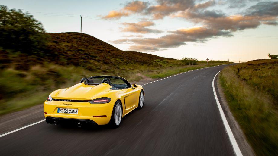 Porsche 718 Spyder gelb