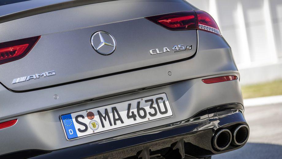 Mercedes-AMG CLA 45 4MATIC+ Auspuffrohre