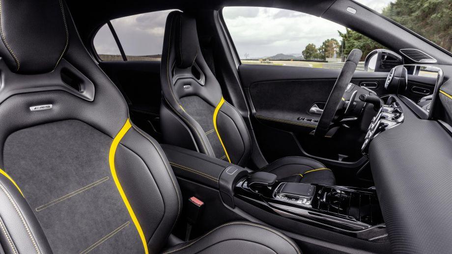 Mercedes-AMG A 45 4MATIC+ Performance Sitze