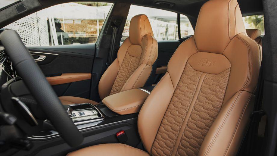 Audi RS Q8 Sportsitze, braune Sitze